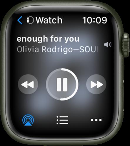 Екранът Now Playing (Сега се изпълнява), показващ Watch (Часовник) горе вляво, с една стрелка, сочеща наляво, която ви отвежда в екрана на устройството. Отдолу се появяват заглавието на песен и името на изпълнител. В средата са бутоните за управление. AirPlay, списък с песни и бутоните More Options (Повече опции) са в долния край.