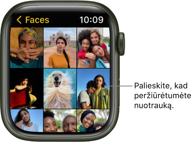 """Pagrindinis """"AppleWatch"""" programos """"Photos"""" ekranas, kurio tinklelyje rodomos kelios nuotraukos."""