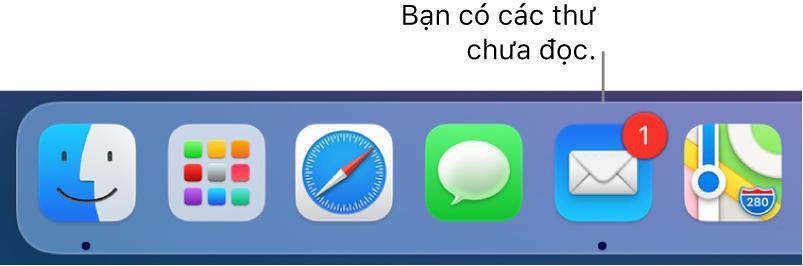 Một phần của Dock đang hiển thị biểu tượng ứng dụng Mail, với một biểu trưng cho biết số thư chưa đọc.