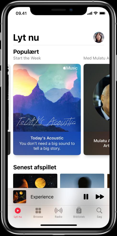 Skærmen Lyt nu med profilknappen øverst til højre. Derunder vises Top Picks-playlister. Under Populært findes området Senest afspillet med to album.