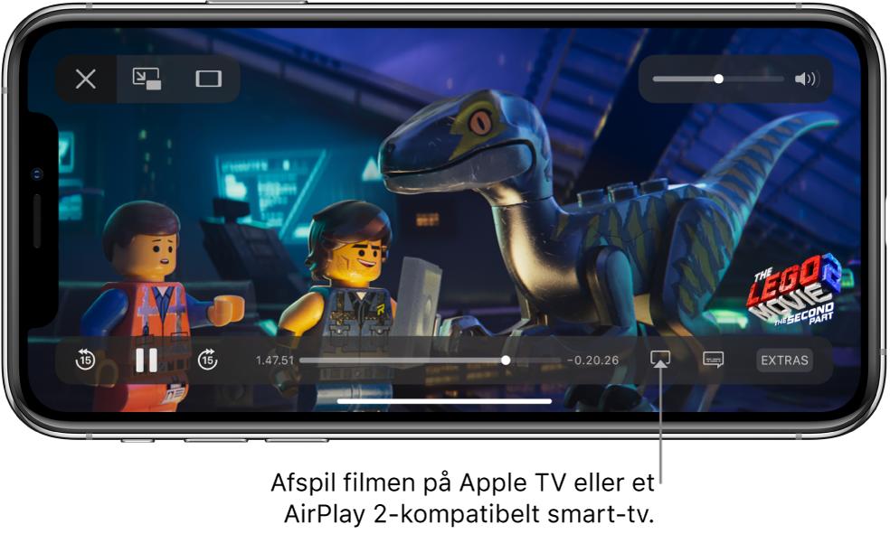 En film, der afspilles på skærmen på iPhone. Nederst på skærmen findes betjeningspanelet til afspilning, herunder knappen Skærmdublering nederst til højre.