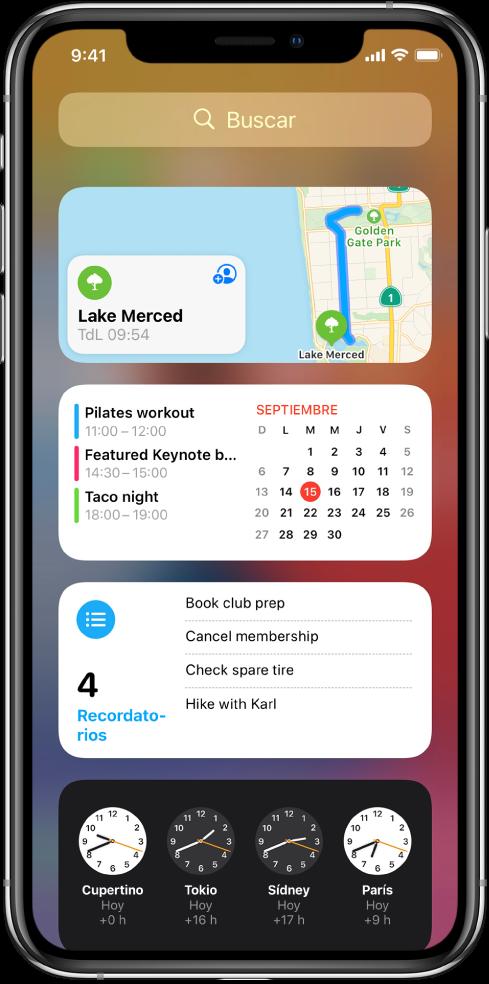 Widgets de la visualización Hoy en el iPhone, incluyendo los widgets de Mapas, Calendario, Recordatorios y Reloj.