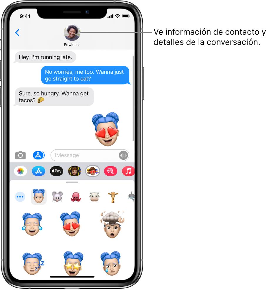 Una conversación de Mensajes. En la parte de arriba de izquierda a derecha, se encuentran el botón Atrás y una foto de la persona con quien estás hablando. En el centro se encuentran los mensajes enviados y recibidos durante la conversación. En la parte inferior, de izquierda a derecha, se encuentran los botones Fotos, Tiendas, Apple Pay, Memoji, Hashtag Images, Música y Digital Touch.