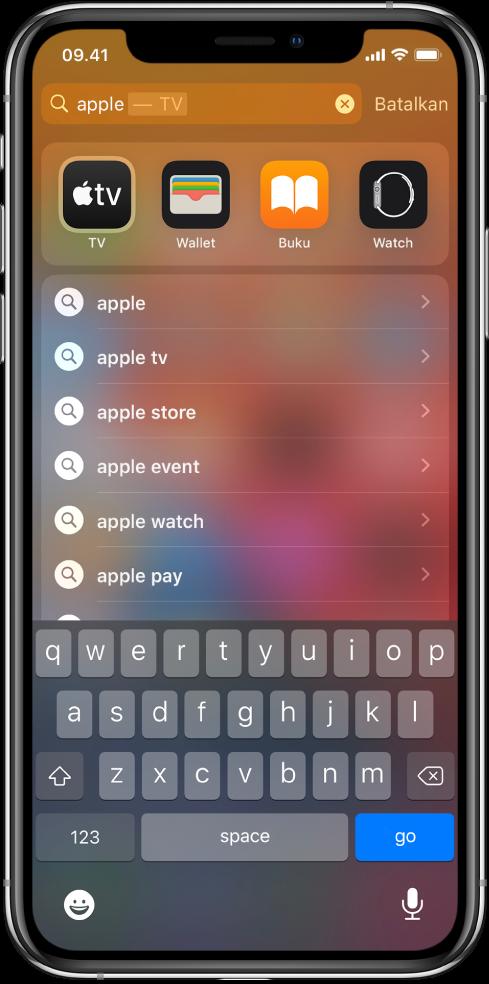 "Layar menampilkan permintaan pencarian di iPhone. Di bagian atas terdapat bidang pencarian yang berisi teks pencarian ""apple,"" dan di bawahnya terdapat hasil pencarian yang ditemukan untuk teks pencarian."