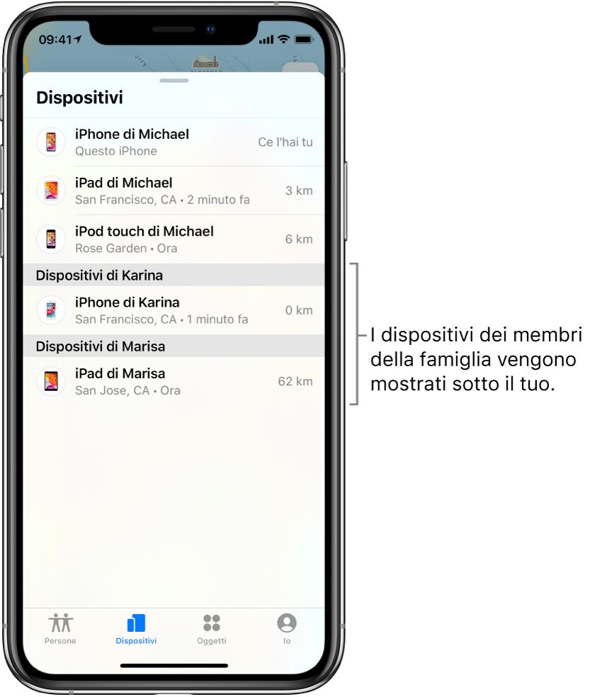 Il pannello Dispositivi in Dov'è. In cima all'elenco sono visibili i dispositivi di Michael. Sotto vengono mostrati l'iPhone di Karina e l'iPad di Marisa.