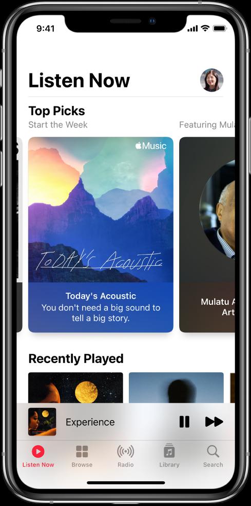 """Ekranas """"Listen now"""", kurio viršuje kairėje rodomas profilio mygtukas. Žemiau rodomi """"Top Picks"""" grojaraščiai. Po sąrašu """"Top Picks"""" pateikiama skiltis """"Recently Played"""", kurioje rodomi du albumai."""