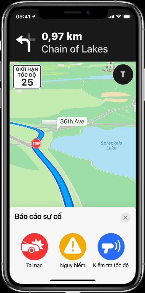 Một bản đồ với một thẻ được gắn nhãn Báo cáo sự cố ở cuối màn hình. Thẻ lộ trình bao gồm các nút cho Tai nạn, Nguy hiểm và Kiểm tra tốc độ.
