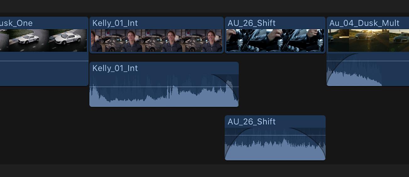 Partes de audio de dos clips expandidas y superpuestas en la línea de tiempo