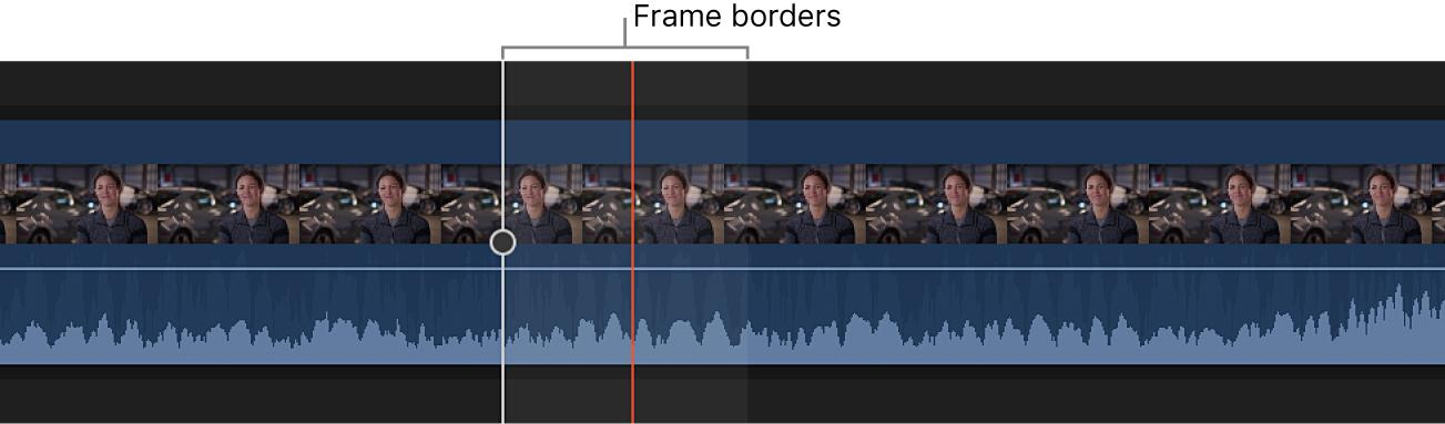 タイムライン内のクリップが、ビデオフレームの境界内にオーディオ波形を表示するために拡大されている