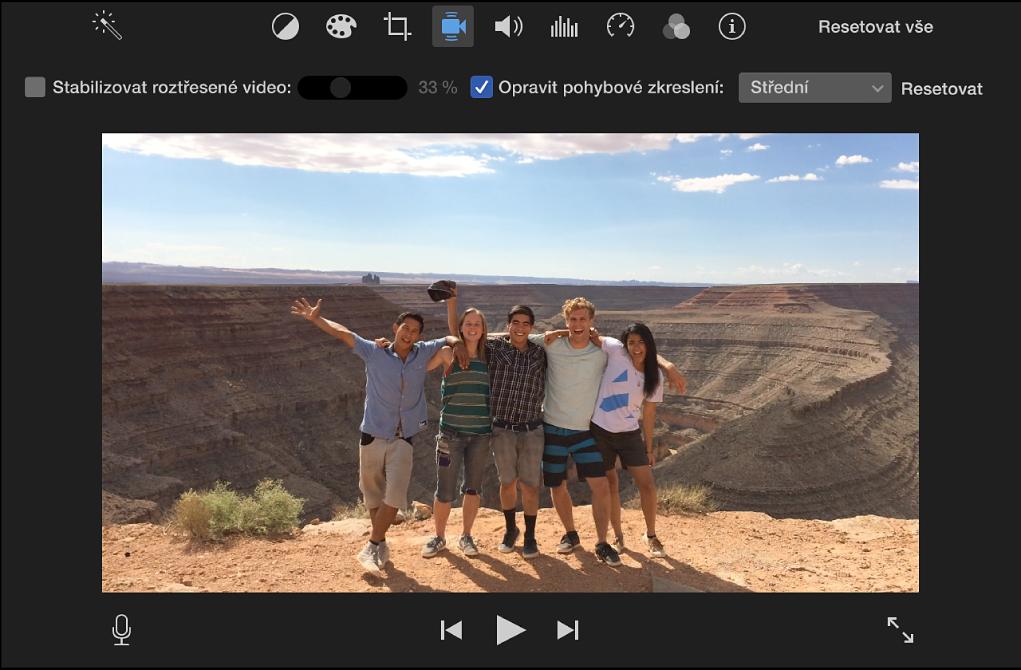 Označené zaškrtávací políčko Opravit pohybové zkreslení nad klipem vprohlížeči