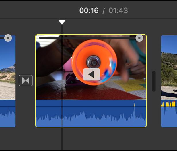 Ícono con reproducción en sentido inverso en un clip en la línea de tiempo
