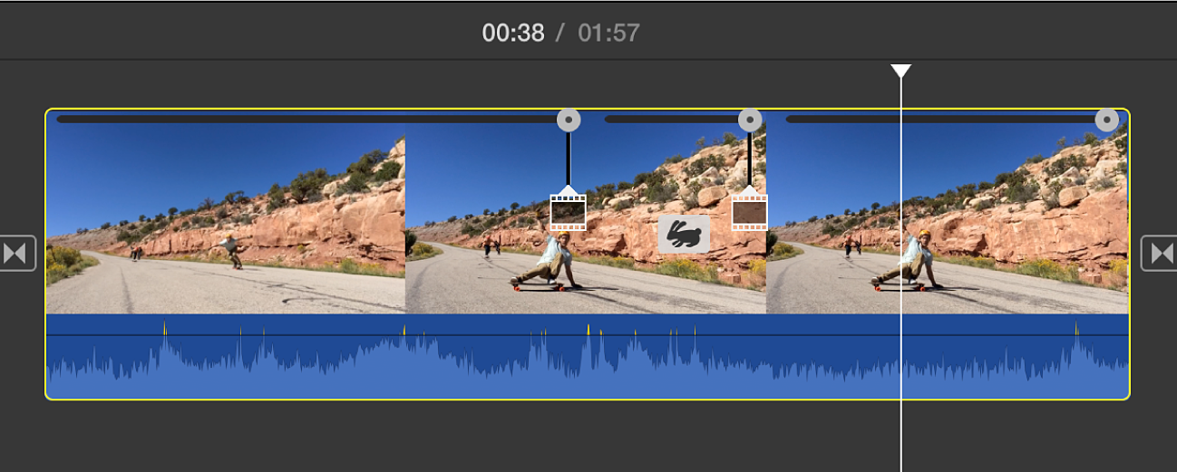 Icono de conejo invertido y tres reguladores de velocidad en un clip en la línea de tiempo