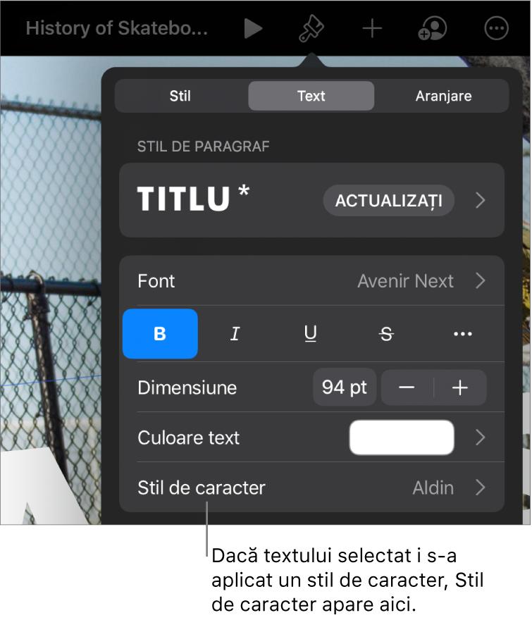 Comenzile de formatare Text cu Stil de caracter sub comenzile Culoare. Stilul de caracter Nimic apare cu un asterisc.