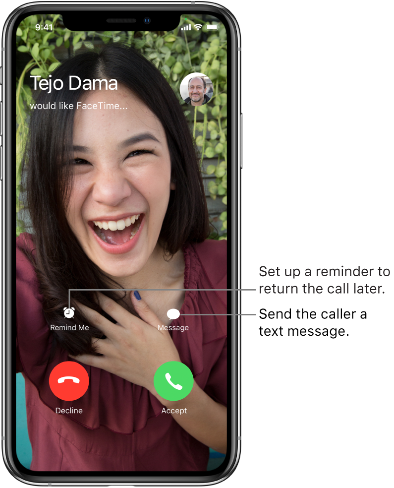 The incoming call screen. At the bottom of the screen, in the top row, from left to right, are the Remind Me and Message buttons. In the bottom row, from left to right, are the Decline and Accept buttons.