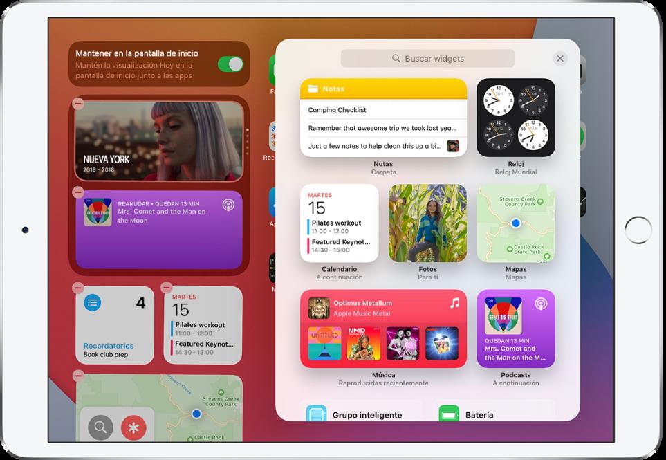 Galería de widgets en el iPad con widgets, incluidos los widgets de Notas, Reloj, Calendario, Fotos, Mapas, Música y Podcasts.