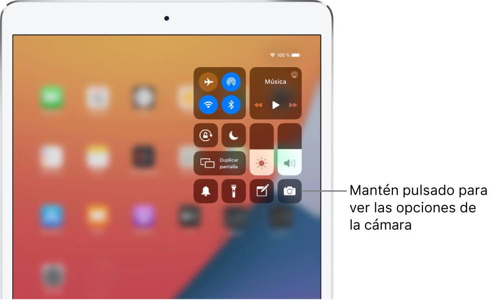 Controles de modo Avión, datos móviles, Wi-Fi y Bluetooth en el grupo de la parte superior izquierda del centro de control para modelos de iPad Wi-Fi + Cellular. Un texto que señala al control de la cámara indica que se mantenga pulsado el icono de Cámara (abajo a la derecha) para ver más opciones de la app Cámara.