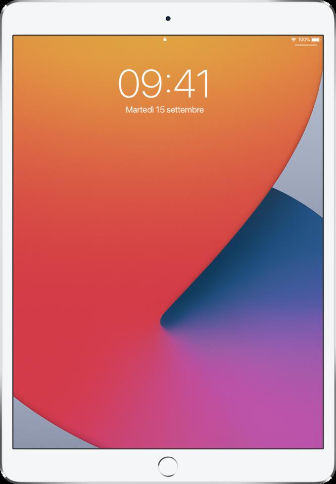 """La schermata """"Blocco schermo"""" di iPad che mostra la data e l'ora."""
