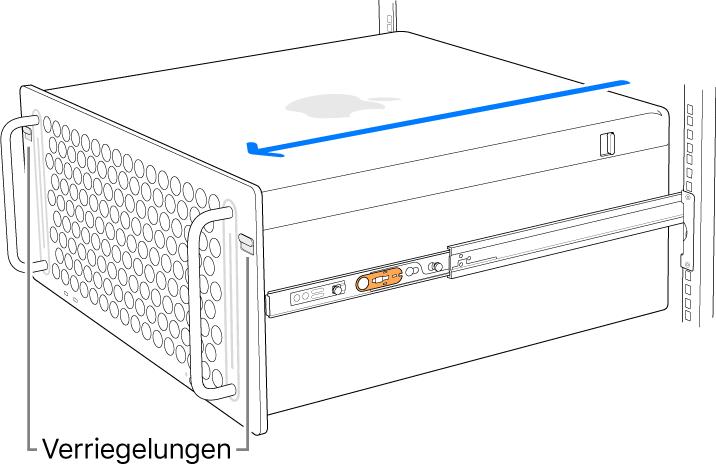 Der Mac Pro sitzt auf Schienen, die fest am Rack montiert sind.