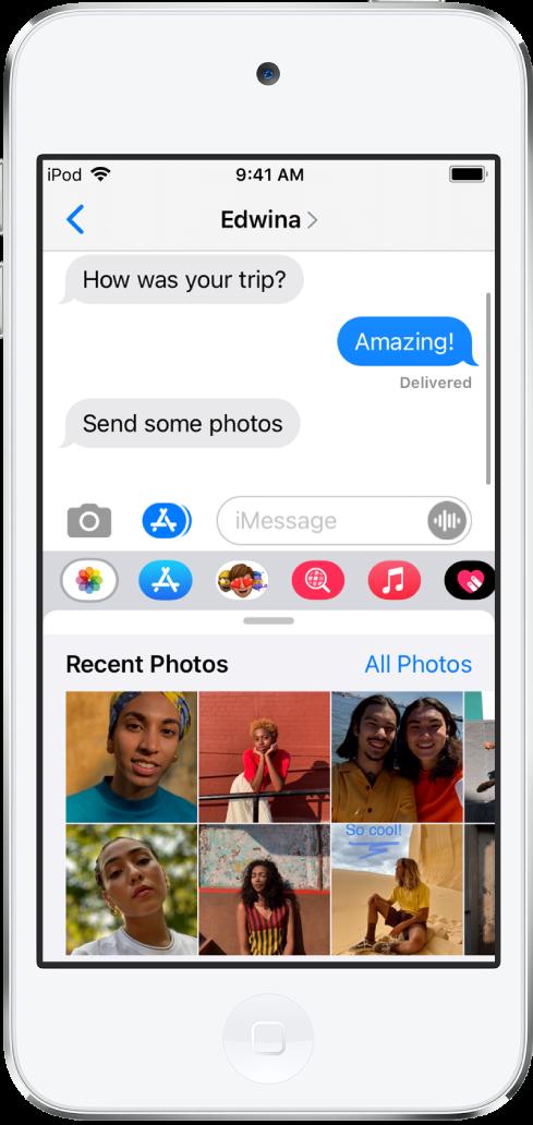 Một cuộc hội thoại Tin nhắn đang hiển thị ứng dụng Ảnh iMessage ở bên dưới. Ứng dụng Ảnh iMessage hiển thị, từ trên cùng bên trái, các liên kết đến Ảnh gần đây và Tất cả ảnh. Bên dưới đó là các ảnh gần đây, có thể xem tất cả bằng cách vuốt sang trái.