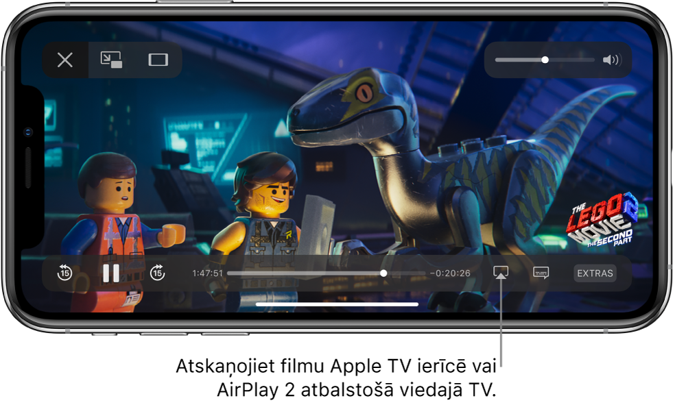 iPhone tālruņa ekrānā tiek atskaņota filma. Ekrāna apakšdaļā ir atskaņošanas vadīklas, to skaitā poga Screen Mirroring apakšā pa labi.
