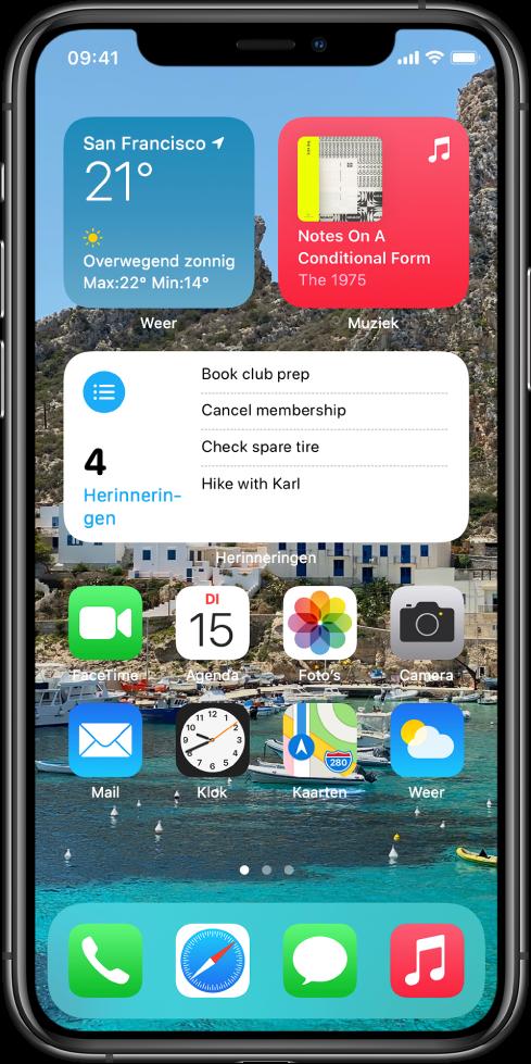 Het beginscherm met een gepersonaliseerde achtergrond, de widgets 'Kaarten' en 'Agenda' en andere appsymbolen.