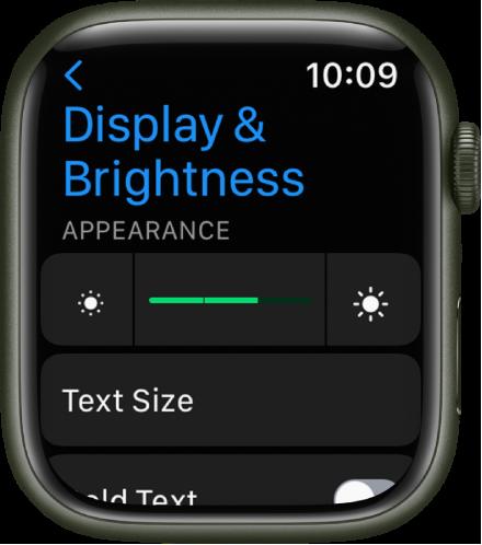 Настройките за Display & Brightness (Екран и яркост) на Apple Watch, с плъзгача Brightness (Яркост) в горния край и бутона Text size (Размер на текста) отдолу.