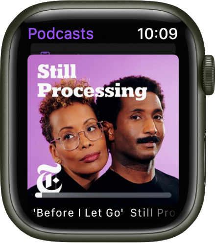 La app Podcasts en un AppleWatch muestra la portada de un podcast. Toca la portada para reproducir el episodio.