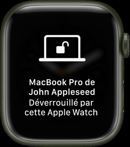 L'écran de l'AppleWatch affichant le message «MacBookPro de GillesAlain déverrouillé par cette AppleWatch».