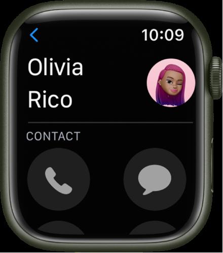 Appen Kontakter som visar en kontakt. Kontaktens namn finns högt upp till vänster och en bild överst till höger. Nedanför finns knapparna Telefon och Meddelanden.