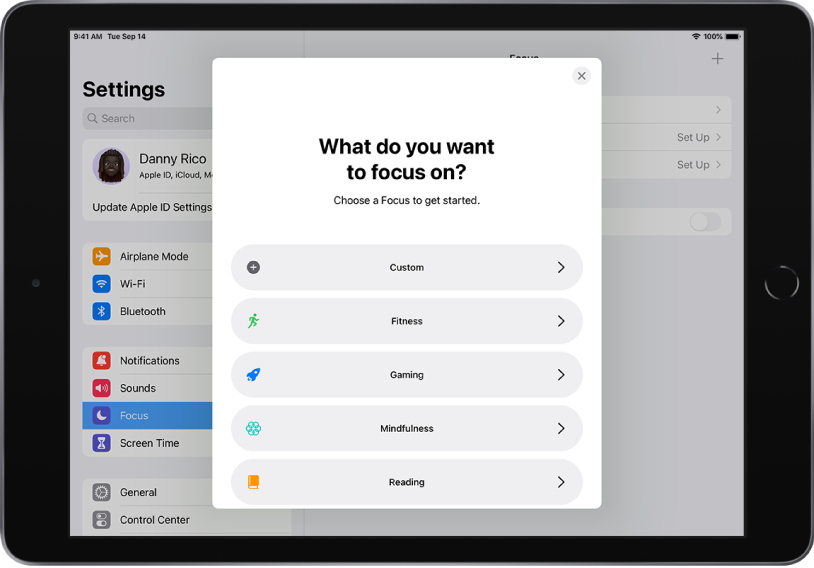 The Settings screen with the Focus menu. The Focus options displayed are, from top to bottom, Custom, Fitness, Gaming, Mindfulness, and Reading.