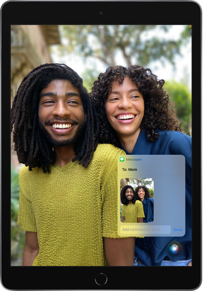 The Photos app is open with a photo of two people. On top of the photo is a message addressed to Mom, which includes the same photo. Siri is at the bottom of the screen.