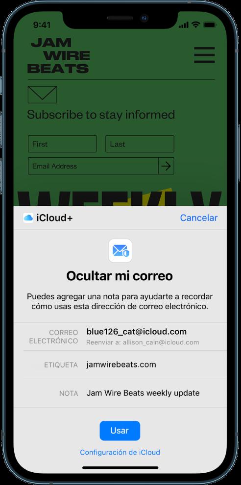 """La mitad inferior de la pantalla muestra la opción """"Ocultar mi correo"""" de iCloud+, que muestra el correo electrónico generado de forma aleatoria, una dirección para reenviar el correo, una etiqueta y una nota. En la parte inferior de la pantalla está el botón Usar y un enlace que lleva a la configuración de iCloud."""
