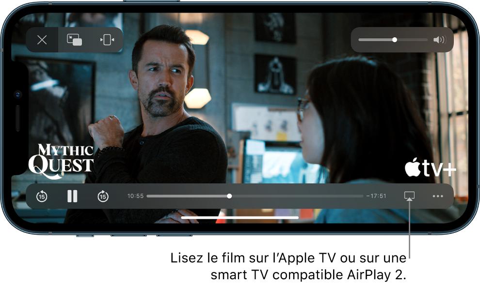 Un film en cours de lecture sur l'écran de l'iPhone. En bas de l'écran se trouvent les commandes de lecture, avec notamment le bouton AirPlay en bas à droite.