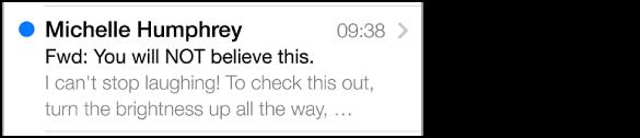 Een voorvertoning van een bericht in 'Inkomend' met de naam van de afzender, de tijd waarop het bericht is verzonden, de onderwerpregel en de eerste paar regels van het bericht. Een blauwe stip geeft aan dat het bericht nog niet gelezen is.