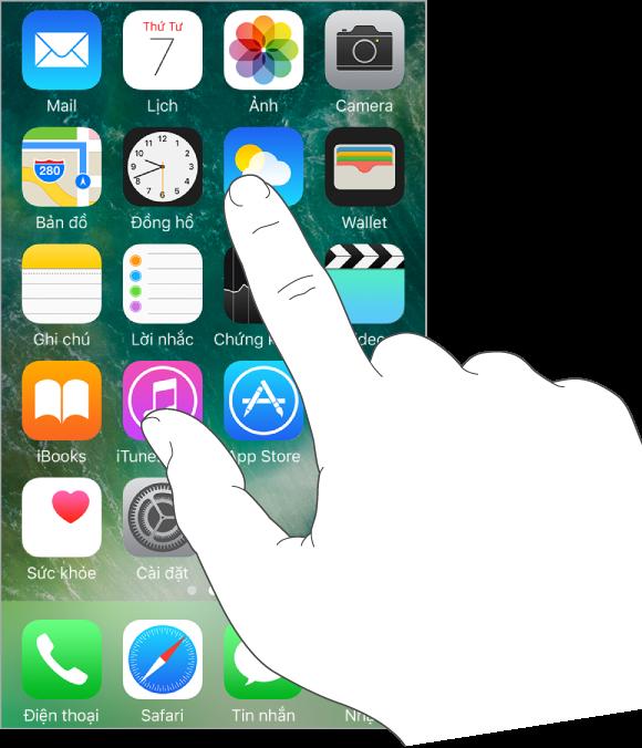 Một ngón tay đang chạm vào biểu tượng ứng dụng trên Màn hình chính.